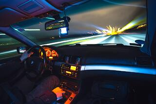 driving-933281_1280